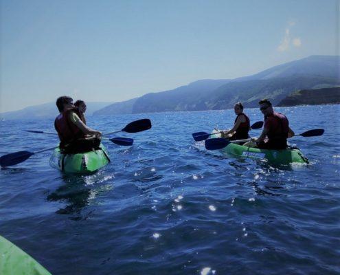 ruta en kayak con BIGUI alumnos navegando