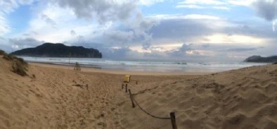 imagen de playa de plentzia donde BIGUI surf imparte sus clases
