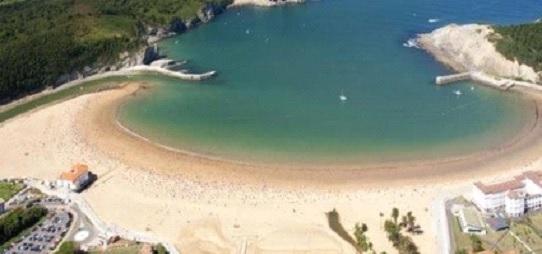 imagen de la bahía de plentzia donde BIGUI imparte clases de surf